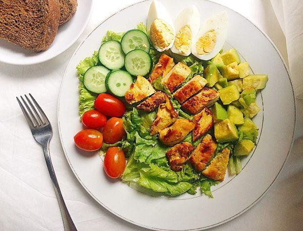 Salad Ức Gà Cho Bữa Trưa Giảm Cân