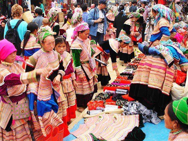 Chợ Phiên Sapa