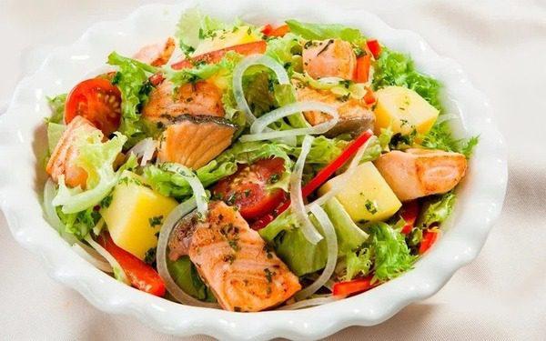Salad Cá Hồi Nấu Cùng Sốt Dầu Giấm