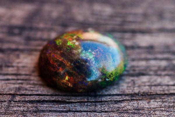 Ngọc Opal Đen